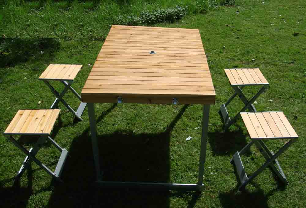 holz klapptisch campingtisch mit 4 faltstuhl klappstuhl holztisch tisch ebay. Black Bedroom Furniture Sets. Home Design Ideas